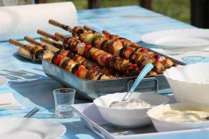 Raclette-Essen im Freien