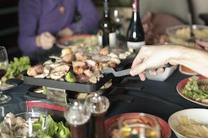 Bei Raclette muss der Koch nicht alleine in der Küche stehen
